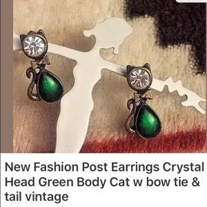Crystal & green body cat vintage posts 😻